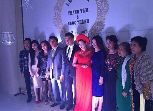 Hé lộ váy cưới đính hơn 3000 viên pha lê của Tâm Tít - Tin sao Viet - Tin tuc sao Viet - Scandal sao Viet - Tin tuc cua Sao - Tin cua Sao