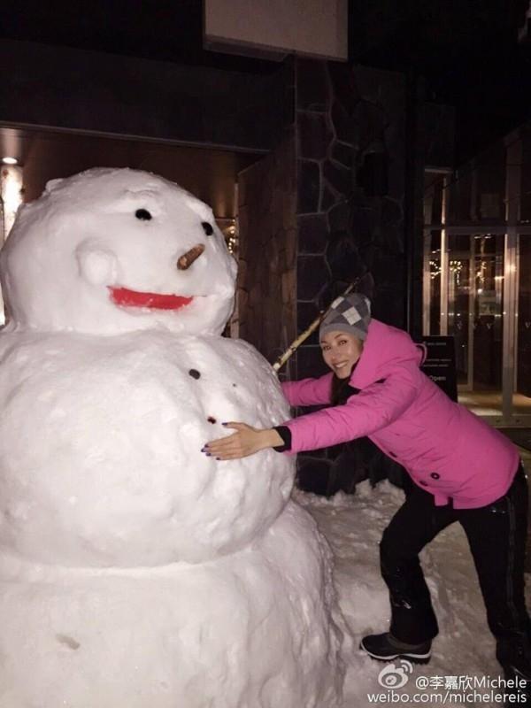 Hình ảnh vui chơi dịp Giáng Sinh, Lý Gia Hân vừa chia sẻ với các fan.