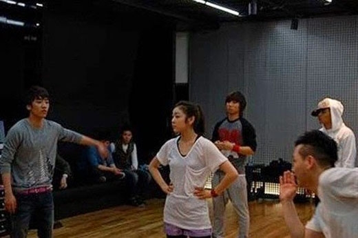 Kim Yuna và Big Bang trong một buổi tập dợt năm 2010