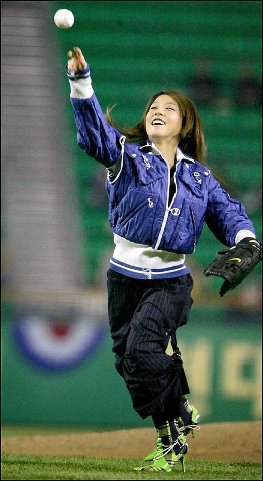 BoA ném bóng chày (2004)