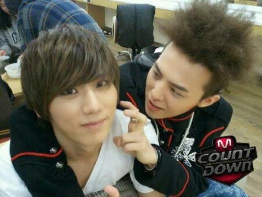 Hình ảnh đáng yêu của G-Dragon và Hyunseung (Beast)