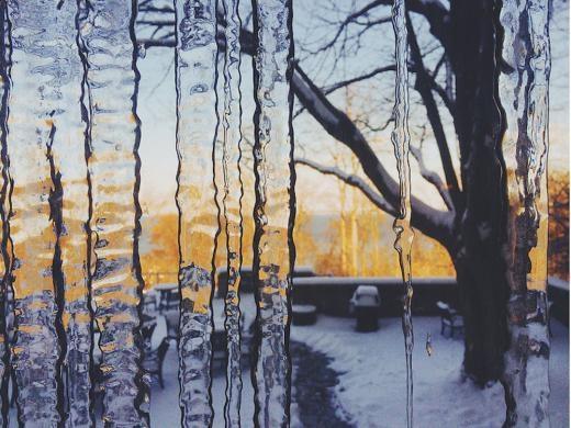 Peng thực sự say mê nhiếp ảnh phong cảnh, một trong những dự án của anh là làm tư liệu về băng tan ở hồ Mendota ở Wisconsin.