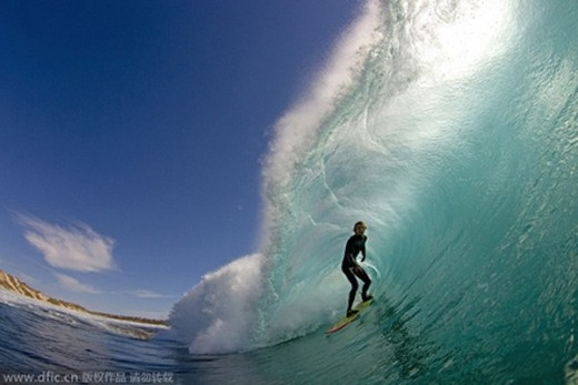 Khoảnh khắc lướt sóng ấn tượng của Codie Carter ở bờ biển Tây Úc.
