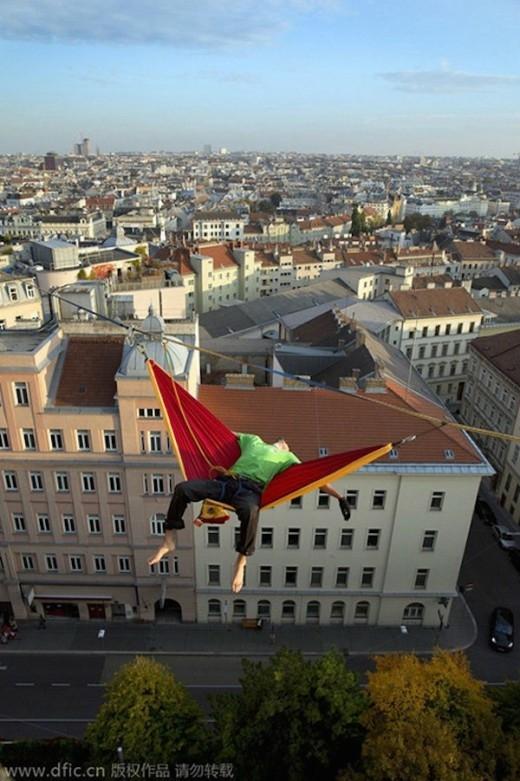 Chiếc võng ở độ cao 40m của Igor.
