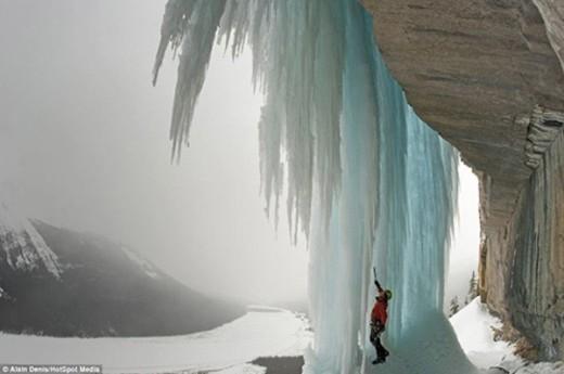 Thác nước đóng băng luôn kích thích những tay leo núi chuyên nghiệp.