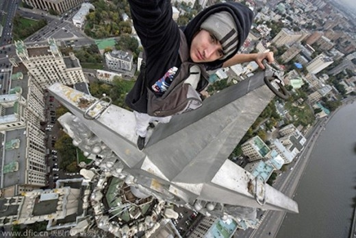 Ivan và chụp hình selfie trên một tòa nhà chọc trời ở Thượng Hải.