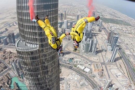 Vince Reffet và Fred Fugen gieo mình từ tòa tháp Burj Khalifa.