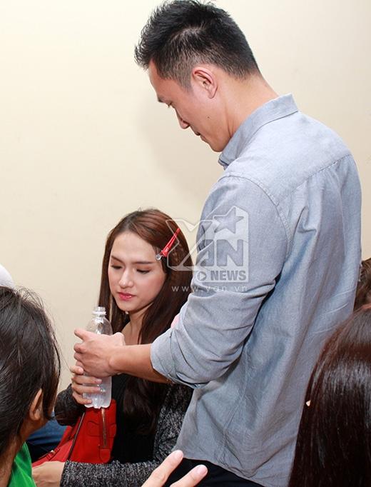Criss - bạn trai của Hương Giang Idol cũng đã có mặt để cổ vu tinh thần cho bạn gái. - Tin sao Viet - Tin tuc sao Viet - Scandal sao Viet - Tin tuc cua Sao - Tin cua Sao