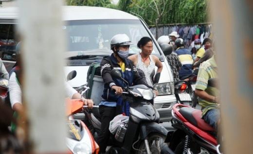 Đường phố Sài Gòn náo loạn vì người đàn bà kỳ lạ
