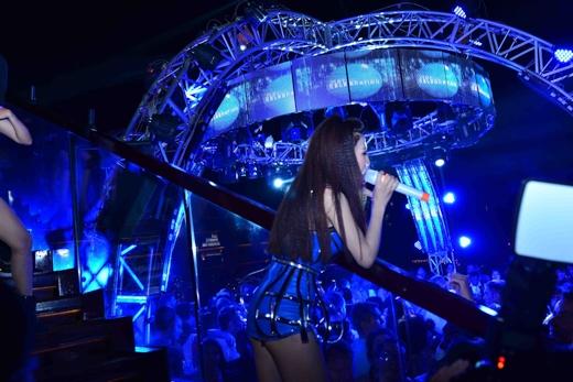 Trang Pháp cuồng nhiệt trong đêm nhạc chào 2015 - Tin sao Viet - Tin tuc sao Viet - Scandal sao Viet - Tin tuc cua Sao - Tin cua Sao