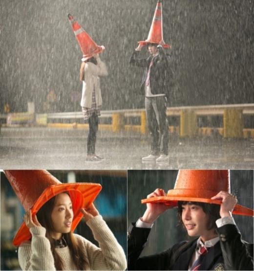 Động lòng với khoảnh khắc lãng mạn của Lee Jong Suk và Park Shin Hye