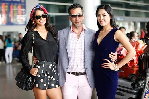 Hoa hậu Thế giới 2011 thân thiết bên Nguyễn Thị Loan - Tin sao Viet - Tin tuc sao Viet - Scandal sao Viet - Tin tuc cua Sao - Tin cua Sao