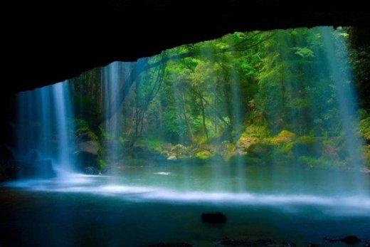 Thác nước ở Kumamoto, Nhật Bản.