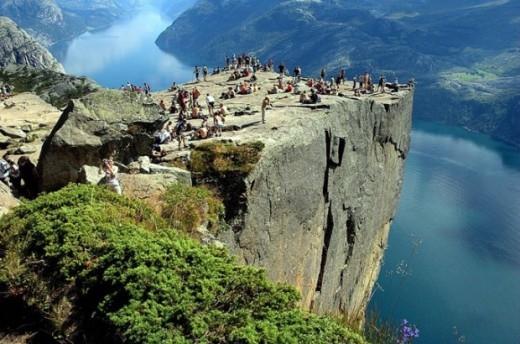 Dãy núi ở Preikestolen, Na Uy