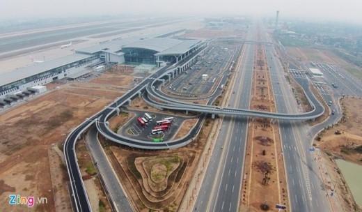 Nhà ga mới nằm cách nhà ga cũ T1 chưa đầy 1km, diện tích gần 140.000 m2,có tổng mức đầu tư xấp xỉ 900 triệu USD, hoàn thành sau gần 3 năm xây dựng, áp dụng các tiêu chuẩn hàng không hiện đại nhất của thế giới.