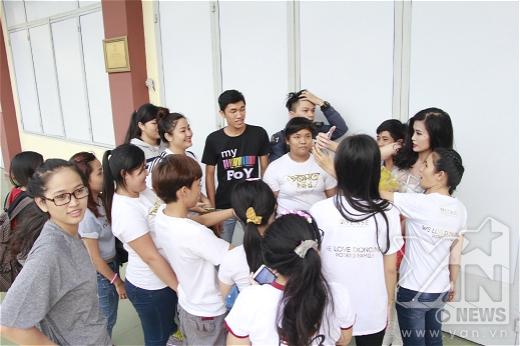 Các fan của Đông Nhi luôn có mặt ở mọi nơi mọi lúc để ủng hộ thần tượng của mình. - Tin sao Viet - Tin tuc sao Viet - Scandal sao Viet - Tin tuc cua Sao - Tin cua Sao
