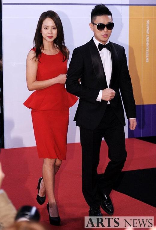 Cặp đôi thứ hai Song Ji Hyo và Gary là cặp đôi nổi tiếng của truyền hình giải trí Hàn Quốc. Hợp tác với nhau 4 năm trong chương trình Running Man, cặp đôi chưa bao giờ hết hot mỗi khi xuất hiện cùng nhau. Và các fan sẽ rất phấn khích nếu như cả hai hẹn hò thật sự.