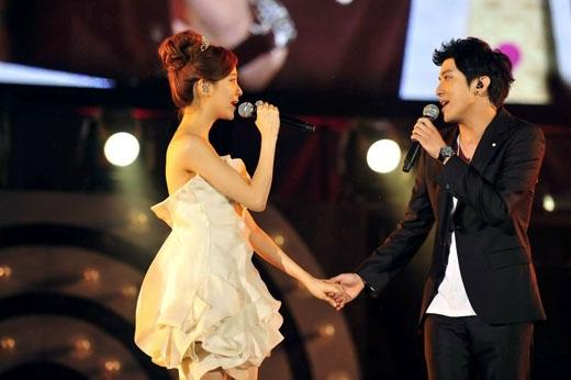Cặp đôi khoai lang Yonghwa và Seohyun cũng chiếm được nhiều tình cảm của khán giả khi họ cùng tham gia We Got Married.