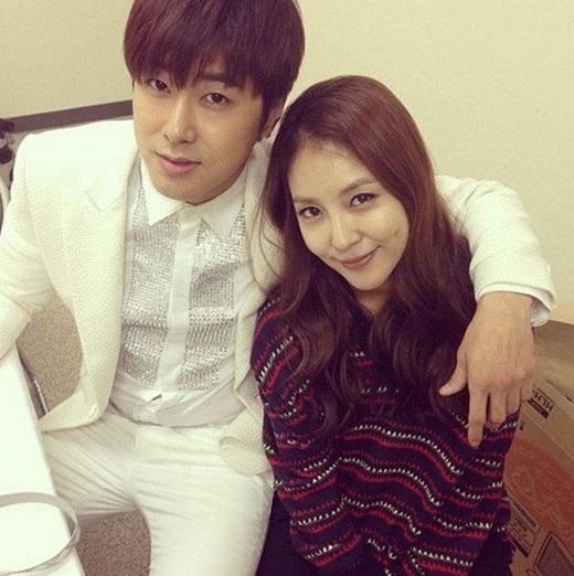 BoA và Yunho là đôi bạn thân từ thời còn thực tập sinh. Tuy nhiên họ luôn hỗ trợ và giúp đỡ lẫn nhau trên mọi phương diện. Xét về tài và sắc thì cả hai đều rất xứng đôi, vì vậy cặp đôi cũng không lọt khỏi danh sách này khi các fan mong cả hai là một cặp đôi thật sự