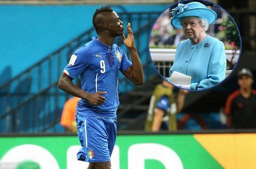 Hồi tháng 6, Balotelli gây sốc khi tuyên bố trên Twitter rằng muốn được Nữ hoàng Anh thưởng một nụ hôn nếu Italy giành chiến thắng trước Costa Rica để cứu tuyển Anh khỏi bị loại sớm ở World Cup 2014. 'Nếu chúng tôi đánh bại Costa Rica, tôi muốn một nụ hôn lên má từ Nữ hoàng Ạnh', Balotelli viết trên trang cá nhân. Lời chia sẻ này của Balotelli lập kỷ lục được nhiều phản hồi nhất trong năm 2014 với hơn 172.000 bình luận.