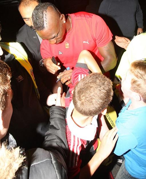 Hồi tháng 8, Balotelli gây chú ý của giới truyền thông và người hâm mộ Anh khi ký hợp đồng trị giá 16 bảng với Liverpool. Trái với kỳ vọng của các fan, tới nay chân sút 24 tuổi mới chỉ ghi được hai bàn cho Liverpool và anh vẫn chưa một lần nổ súng tại Premier League.