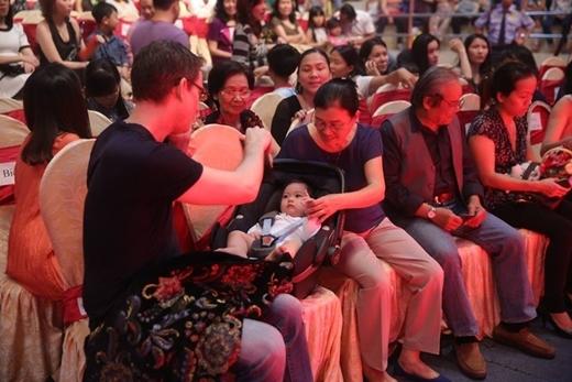 Chồng Đoan Trang bị móc trộm Iphone khi đến ủng hộ vợ - Tin sao Viet - Tin tuc sao Viet - Scandal sao Viet - Tin tuc cua Sao - Tin cua Sao