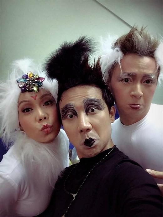 Biểu cảm chết cười của Trấn Thành khi selfie với Việt Hương và Ngô Kiến Huy. - Tin sao Viet - Tin tuc sao Viet - Scandal sao Viet - Tin tuc cua Sao - Tin cua Sao