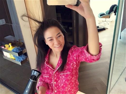 Hình ảnh selfie tóc gió thôi bay của bà bầu Thu Minh khiến khán giả bật cười. - Tin sao Viet - Tin tuc sao Viet - Scandal sao Viet - Tin tuc cua Sao - Tin cua Sao