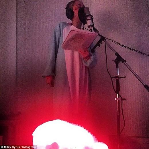Miley Cyrus bị nghi ngờ công khai sử dụng chất kích thích