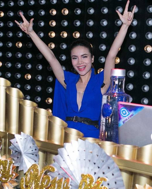 Yến Trang quyến rũ với áo vest phá cách - Tin sao Viet - Tin tuc sao Viet - Scandal sao Viet - Tin tuc cua Sao - Tin cua Sao