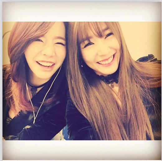 Bên cạnh đó, cô nàng còn cùng Sunny khoe hình cười cực tươi và cảm ơn các fan tại Quảng Châu đã ủng hộ họ hết mình trong buổi fan meeting.