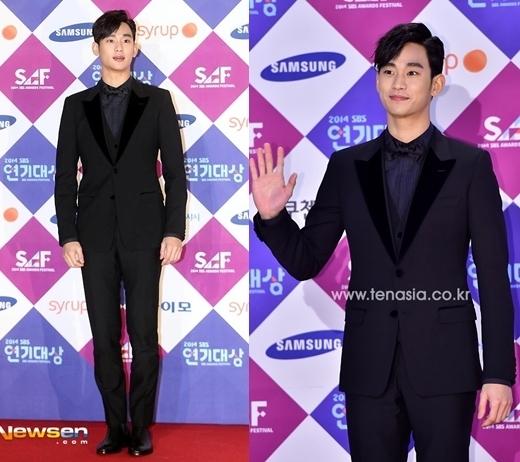 Sự kết hợp độc đáo, tinh tế áo khoác đen và sơ mi xanh đậm bên trong giúp Kim Soo Hyun hoàn toàn nổi bật và tỏa sáng trên thảm đỏ.