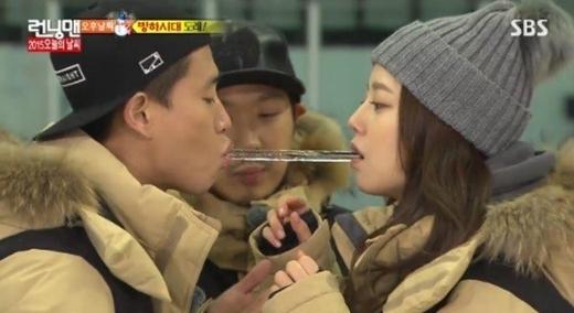 Song Ji Hyo căng thẳng khi Gary gần gũi với Moon Chae Won