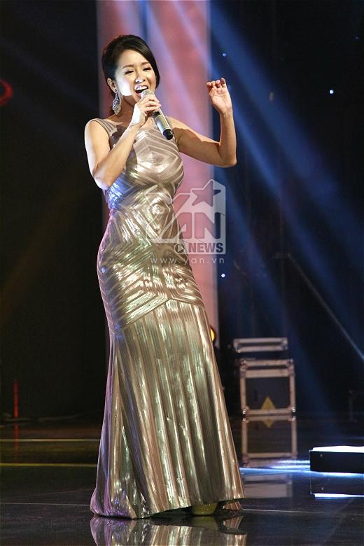 Diva Hồng Nhung có màn kết hợp đặc biệt với Saxophone Trần Mạnh Tuấn qua ca khúc Phố cổ. - Tin sao Viet - Tin tuc sao Viet - Scandal sao Viet - Tin tuc cua Sao - Tin cua Sao