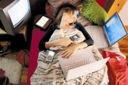 Giấc ngủ sẽ ngon hơn khi bạn rời xa smartphone. Ảnh minh họa