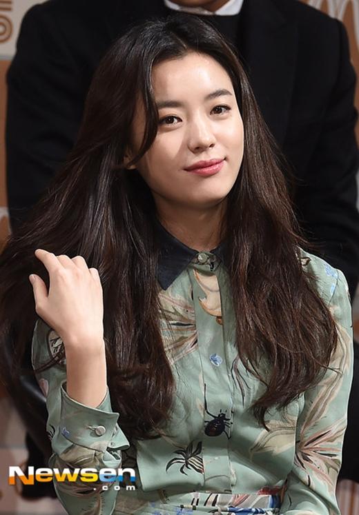 Nữ hoàng cổ trang Han Hyo Joo đẹp không tì vết trong ngày đầu năm