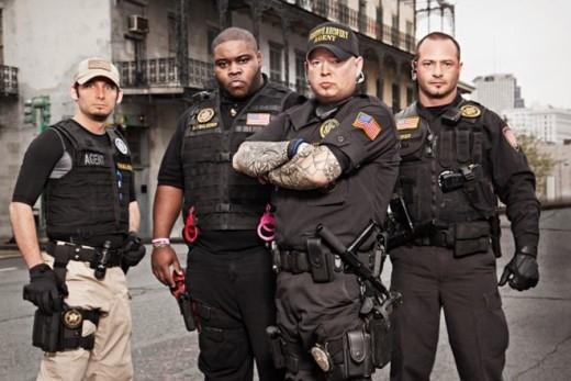 Một nhóm chuyên gia săn lùng tội phạm ở Mỹ.