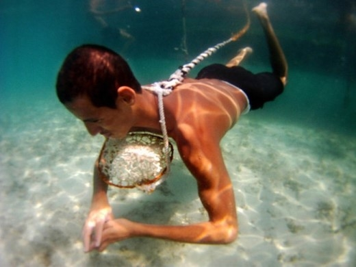 Thợ lặn mò ngọc trai ở Úc.