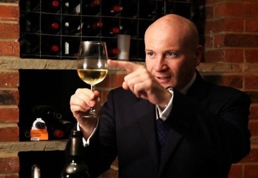 Người hầu rượu phải là chuyên gia về các loại rượu.