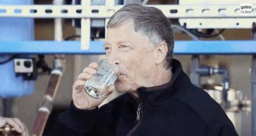 Bill Gates kiểm nghiệm nước sạch sản xuất từ máy Omniprocessor