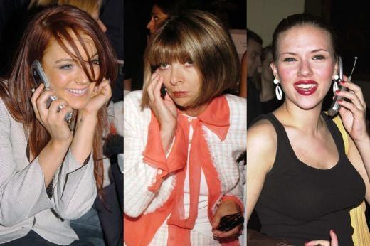 Lindsay Lohan, Anna Wintour và Scarlett Johansson đều mê điện thoại nắp gập cùi bắp.