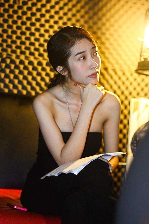 Hướng đến hình ảnh quyến rũ trong MV mới, Khổng Tú Quỳnh ngầm giới thiệu định hướng sắp tới của mình - Tin sao Viet - Tin tuc sao Viet - Scandal sao Viet - Tin tuc cua Sao - Tin cua Sao