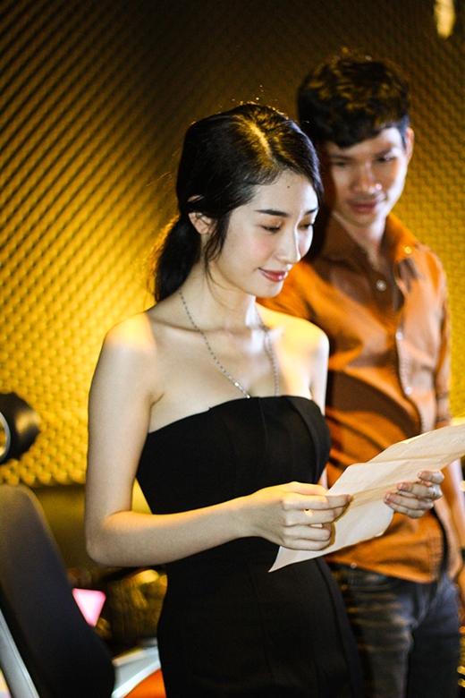 Bạn gái xinh đẹp của Ngô Kiến Huy vô cùng nghiêm túc khi tập luyện cho màn biểu diễn trên sân khấu ngày 17/01 tới. - Tin sao Viet - Tin tuc sao Viet - Scandal sao Viet - Tin tuc cua Sao - Tin cua Sao