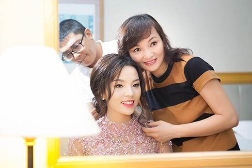 Mẹ Hoa hậu Kỳ Duyên trẻ trung bên con gái - Tin sao Viet - Tin tuc sao Viet - Scandal sao Viet - Tin tuc cua Sao - Tin cua Sao