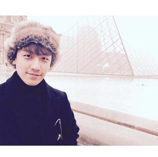 Seungri vô cùng thích thú với chuyến du lịch vòng quanh Châu Âu, anh thông báo với fan rằng mình đang ở Paris.