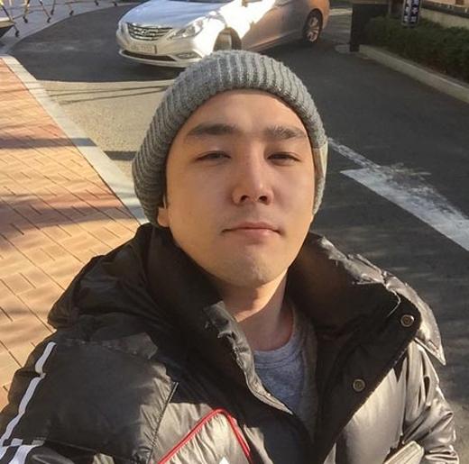 Kang In đang đóng phim, anh chia sẻ lên trang cá nhân và viết: Cuối cùng thì cũng được đóng phim rồi. Tôi vô cùng hồi hộp...