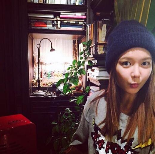 Sooyoung cực đáng yêu với gương mặt mộc giữa trời lạnh: Trời lạnh quá, các bạn đừng để bị cảm lạnh nha.