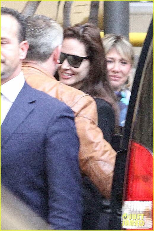 Vợ chồng Brad Pitt và Angelina Jolie bí mật đến gặp Giáo hoàng Vatican