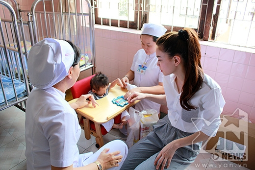 Hồ Ngọc Hà dành thời gian chơi với các bé hàng giờ liền - Tin sao Viet - Tin tuc sao Viet - Scandal sao Viet - Tin tuc cua Sao - Tin cua Sao