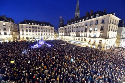 Cả thế giới cầu nguyện cho nạn nhân vụ xả súng Paris